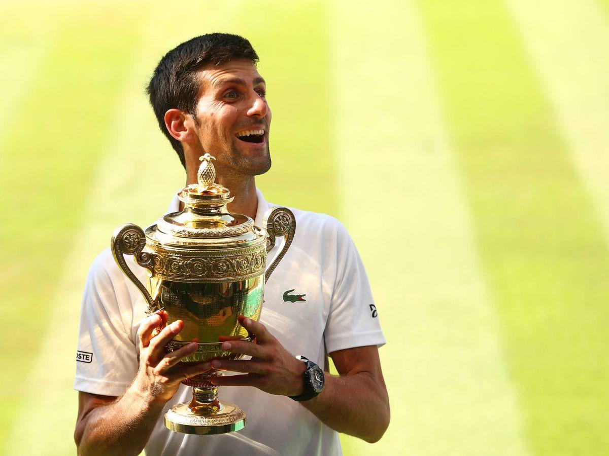Foto:  Novak Djokovic, con el trofeo de Wimbledon de 2018. (Getty)