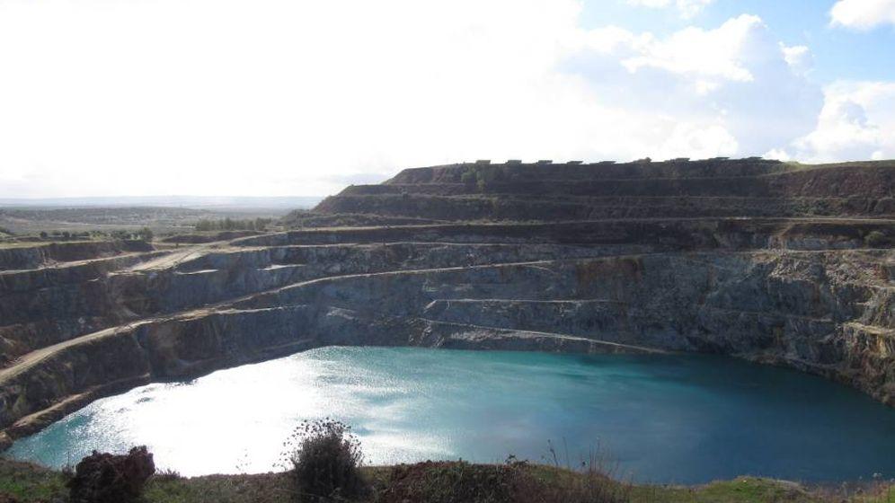 Foto: Corta inundada de la mina de Aznalcóllar. (Minera Los Frailes)