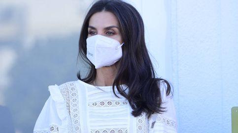 Te vas a enamorar de la nueva blusa blanca de Letizia, palabrita de Amancio Ortega