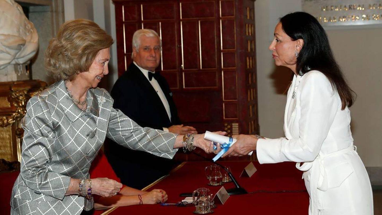 La reina Sofía, con Esther Koplowitz. (EFE)