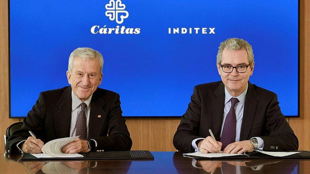 Foto: Pablo Isla y Manuel Bretón, durante la firma de la ampliación de dos de los convenios de colaboración para los próximos tres años entre Cáritas e Inditex