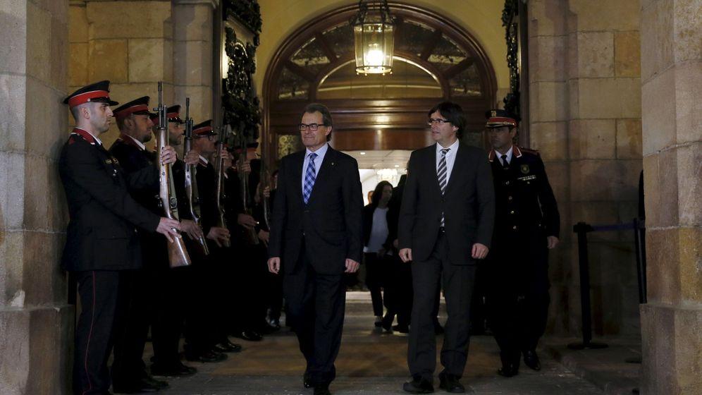 Foto: Carles Puigdemont, junto a Artur Mas. (Reuters)