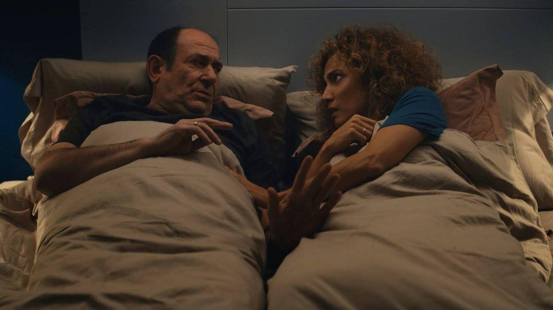 Karra Elejalde y Toni Acosta, en 'Poliamor para principiantes'. (Morena Films)