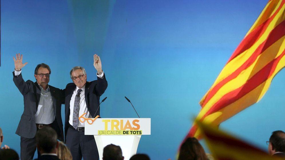Foto: El alcalde y candidato de CiU, Xavier Trias, a acompañado del secretario general de CiU, del presidente de CiU y de la Generalitat, Artur Mas. (EFE)