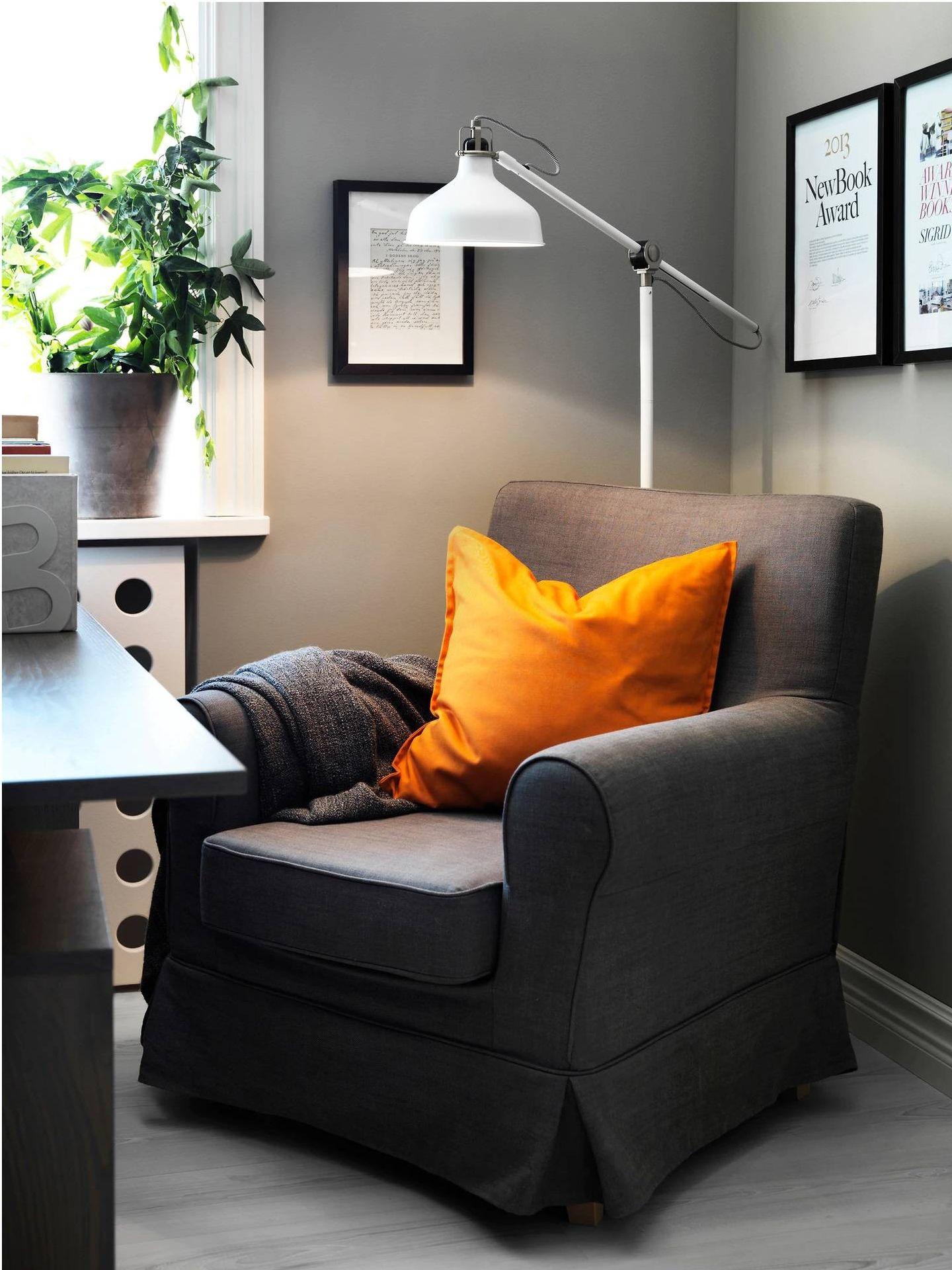 Lámparas perfectas para tu rincón de trabajo, como esta de Ikea. (Cortesía)