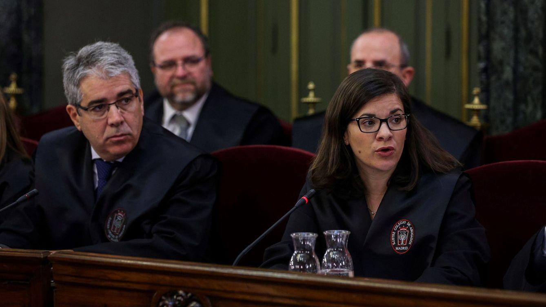 Foto: El 'exconseller' de Presidencia Francesc Homs y la abogada Ana Bernaola. (EFE)