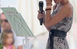 Amaia Salamanca casa entre lágrimas a su hermano en Marbella