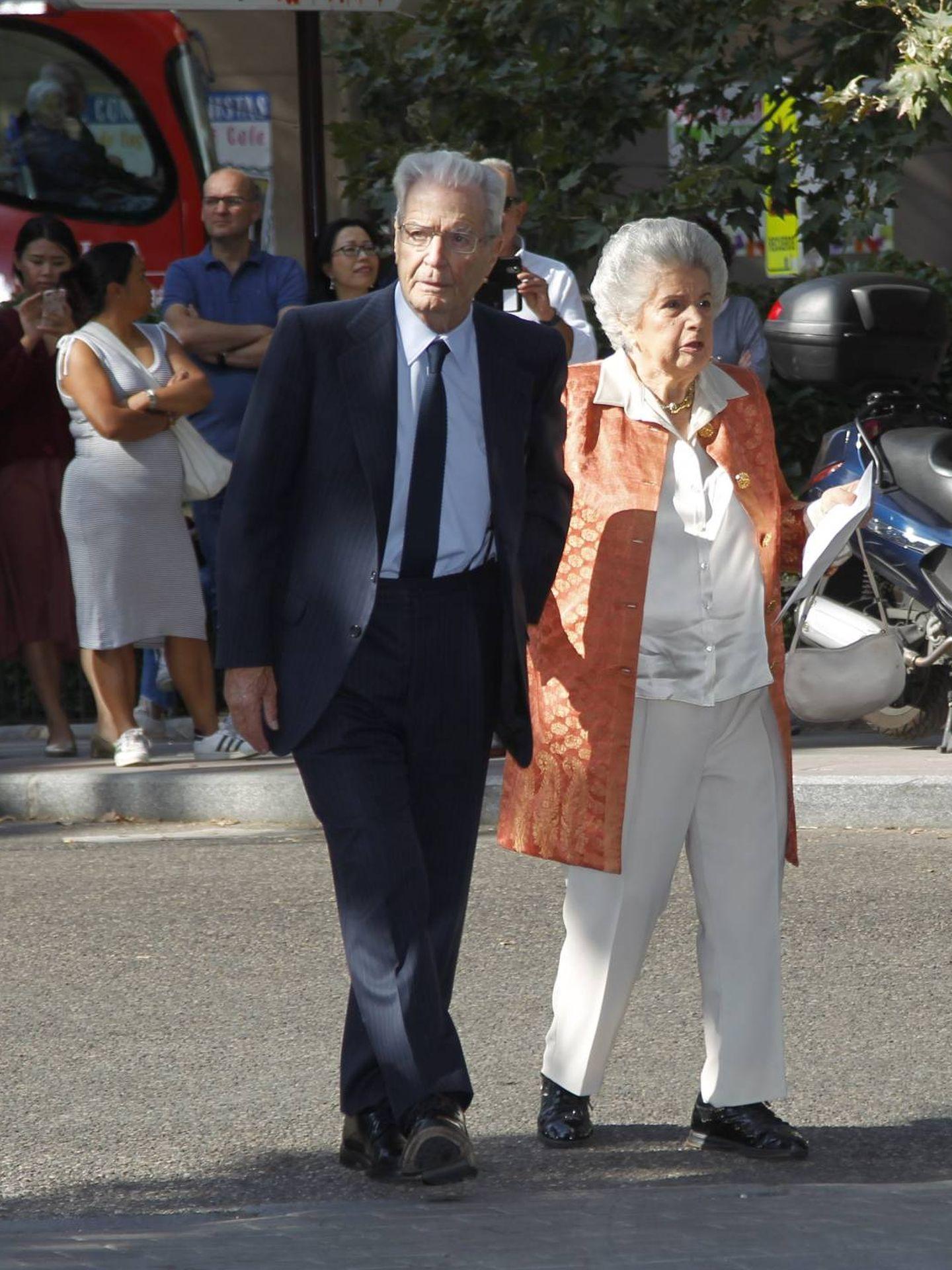 Antonio Garrigues Walker y su esposa. (CP)