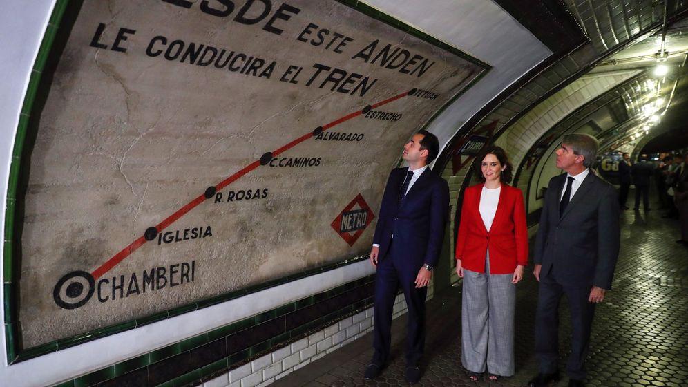 Foto: Ayuso, junto a Aguado y Garrido en el 100º aniversario del Metro. (EFE)