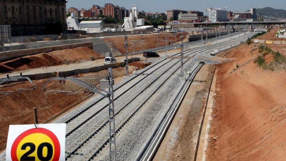 Registran las sedes de Adif de Madrid y Barcelona por los sobrecostes del AVE