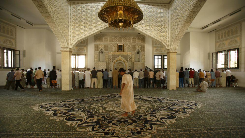 Foto: Rezos en una mezquita de Fuengirola (Reuters)