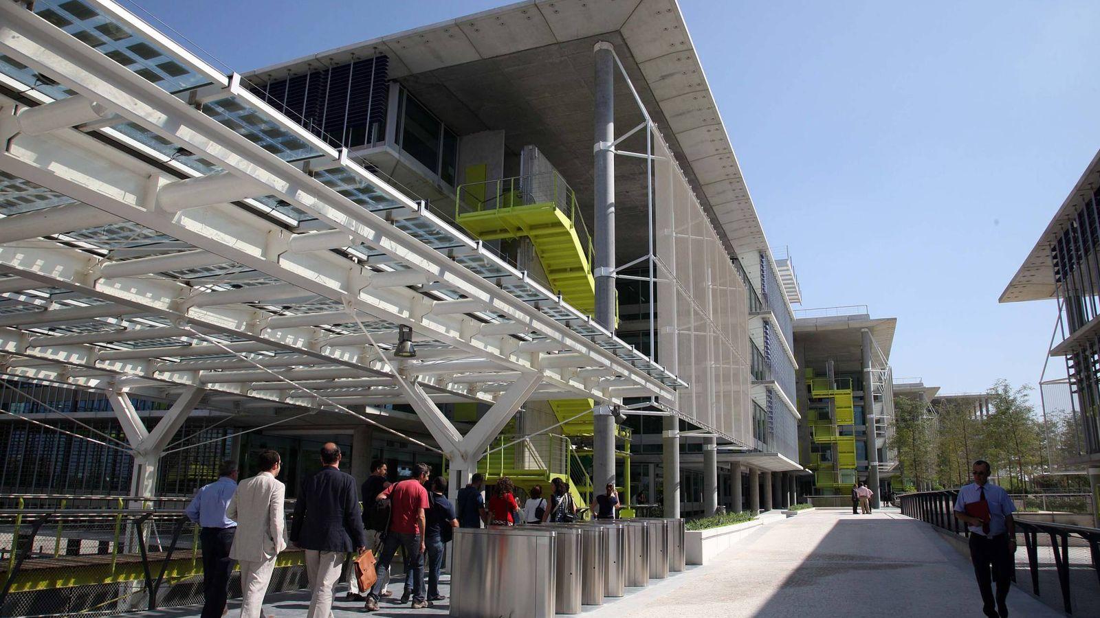 Foto: Entrada de la sede central de Abengoa en Sevilla. (Fernando Ruso)