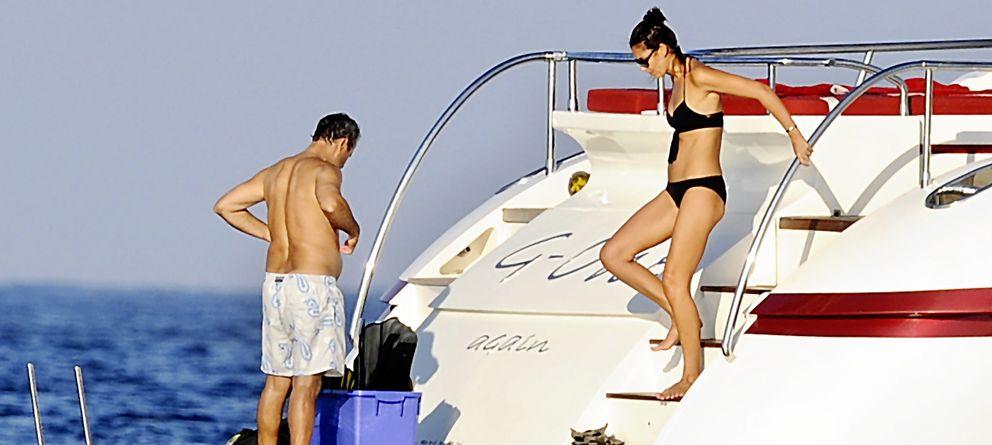 Foto: Mar Flores y Javier Merino a bordo del G-One Again en Formentera (Gtres)