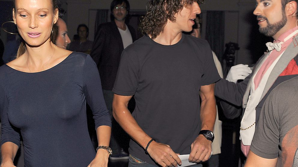 Carles Puyol and Family Sighting In Barcelona - January 24 ...
