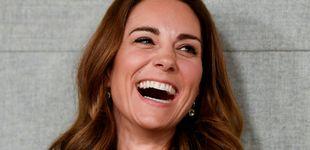 Post de Kate Middleton, todo sonrisas y nuevo look en su primer acto tras el regalo de Isabel II