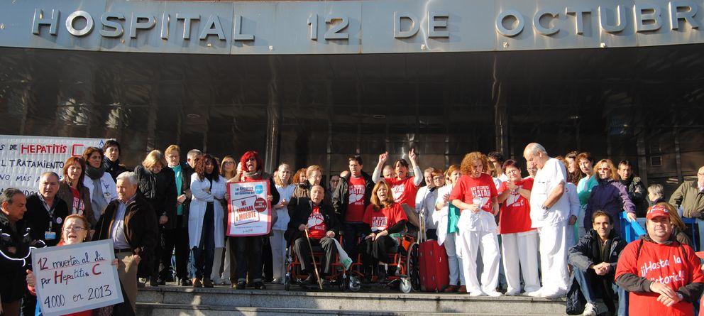 Foto: Concentración en torno a las puertas del Hospital 12 de Octubre de Madrid (EC)