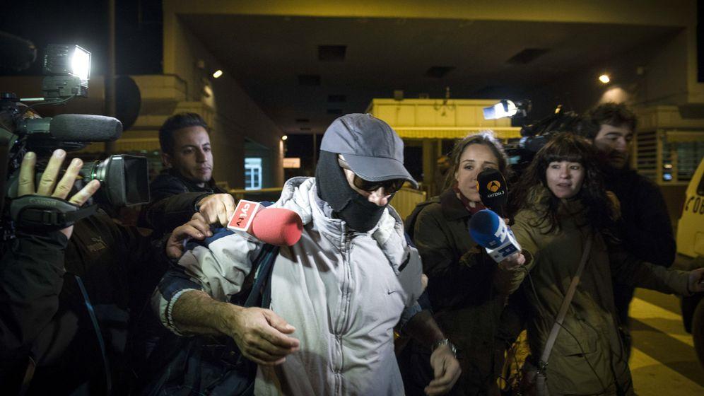 Foto: Pedro Luis Gallego, en el momento de salir de la cárcel en 2013. (EFE)