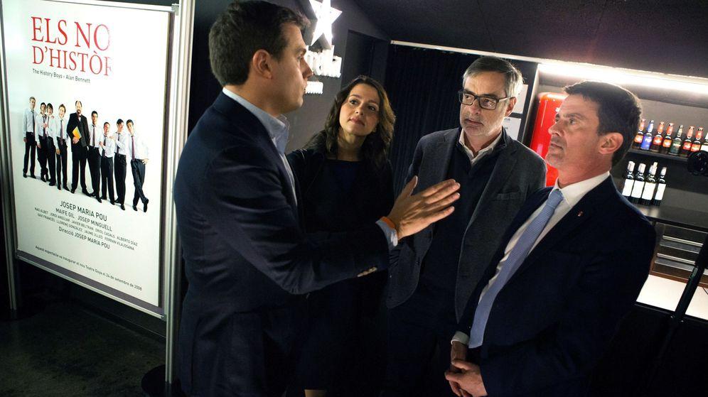 Foto: Inés Arrimadas, líder de Ciudadanos en Cataluña; Albert Rivera (i), presidente de Ciudadanos; Manuel Valls (d), ex-primer ministro francés; y José Manuel Villegas (2d), vicesecretario general de la formación naranja. (EFE)
