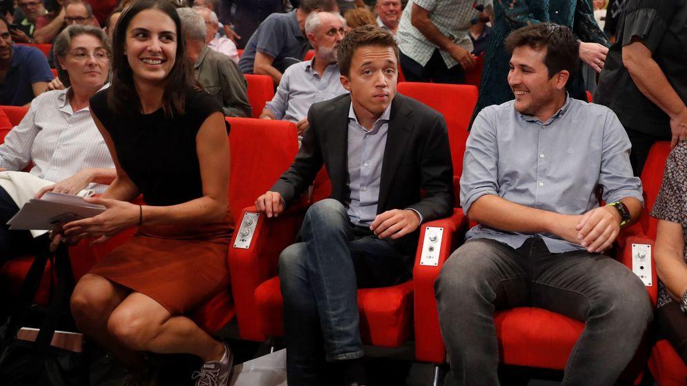 Foto: El líder de Más País, Íñigo Errejón (2d), durante el lanzamiento de su candidatura, junto a la portavoz municipal, Rita Maestre, y su sustituto en la Asamblea de Madrid, Pablo Gómez. (EFE)