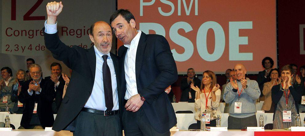 Foto: El secretario general del PSOE, Alfredo Pérez Rubalcaba (i) junto con el líder del PSM, Tomás Gómez (d). (EFE)