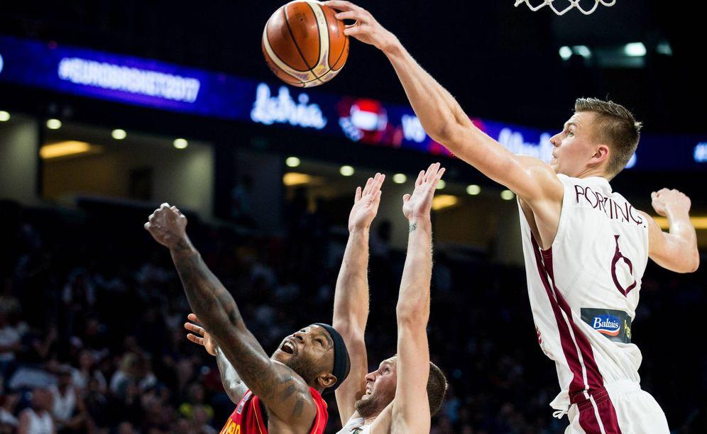 Foto: Kristaps Porzingis es la gran estrella de la selección letona. (Imago)