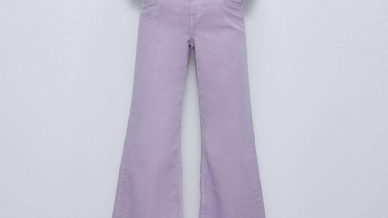 Pantalón lila de Zara. (Cortesía)