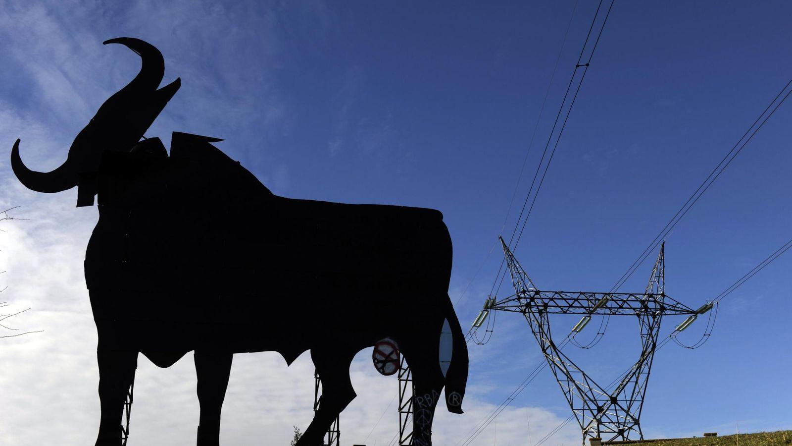 Foto: Las energéticas son uno de los sectores que más multas ha recibido de la CNMC. (Reuters)