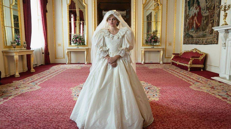 La actriz Emma Corrin, como Diana de Gales el día de su boda con el príncipe Carlos. (Instagram @thecrownnetflix)