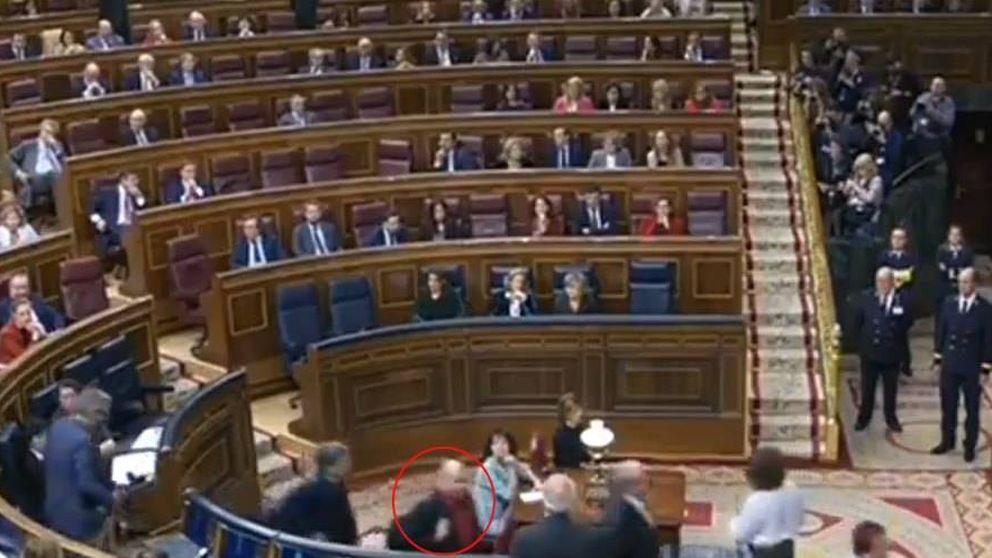 Borrell: Un diputado que acompañaba a Rufián se ha girado y me ha escupido