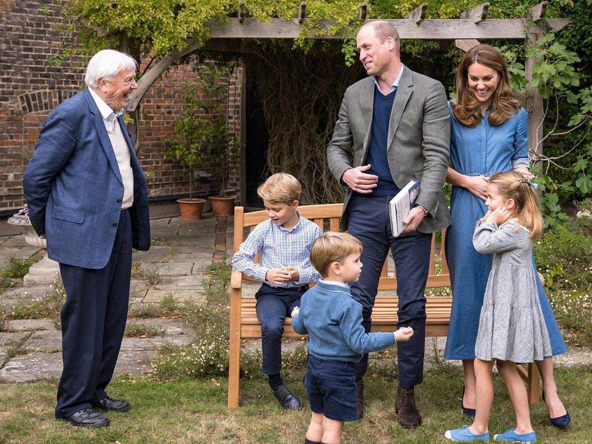 Foto: Los Cambridge y sus hijos ante la visita de David Attenborough. (IG)