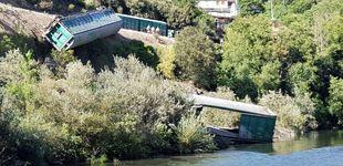 Post de Adif arroja al fondo del río Sil vagones de un tren que descarriló en Galicia