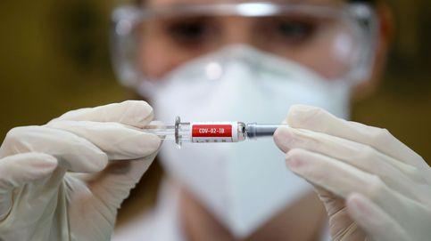 Problemas con la vacuna de Oxford: ¿qué implicaciones tiene su paralización?
