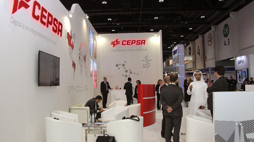 Foto: Expositor de la compañía Cepsa en la Conferencia y Exhibición Internacional del Petróleo. (EFE)