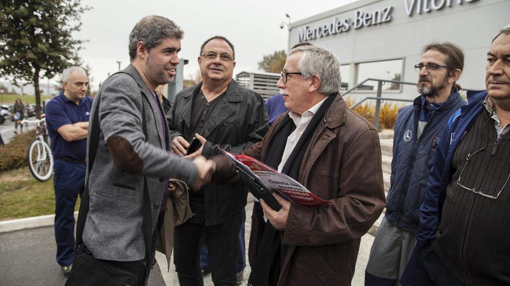 Foto: El secretario general de CCOO, Ignacio Fernández Toxo, saluda al de CCOO de Euskadi, Unai Sordo. (EFE)