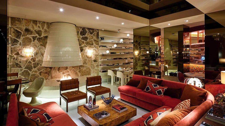 Si has soñado con cenar en el apartamento de Karl Lagerfeld, ahora es una realidad