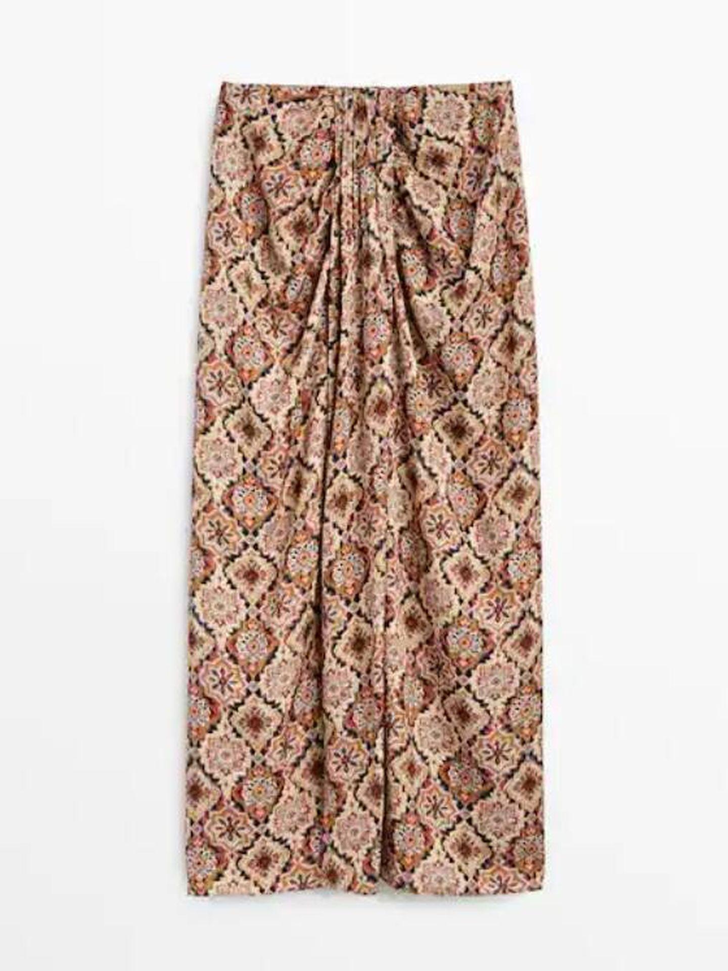 La falda con nudo de Massimo Dutti. (Cortesía)