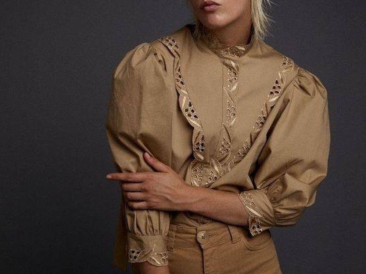 Foto: Camisa camel de Sfera. (Cortesía)