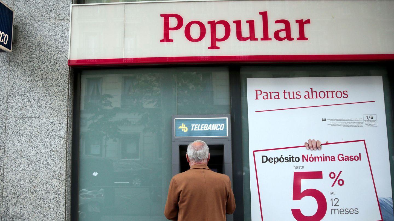 Un cajero del Popular. (Reuters)