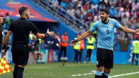La última de Luis Suárez: pide mano dentro del área ¡del portero!
