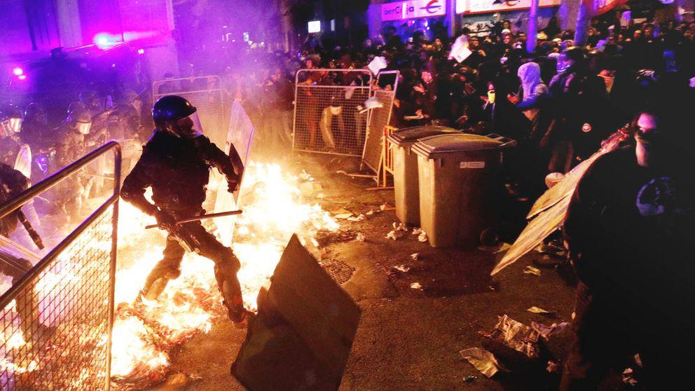 Duros disturbios prenden en Barcelona entre 'mossos' e independentistas