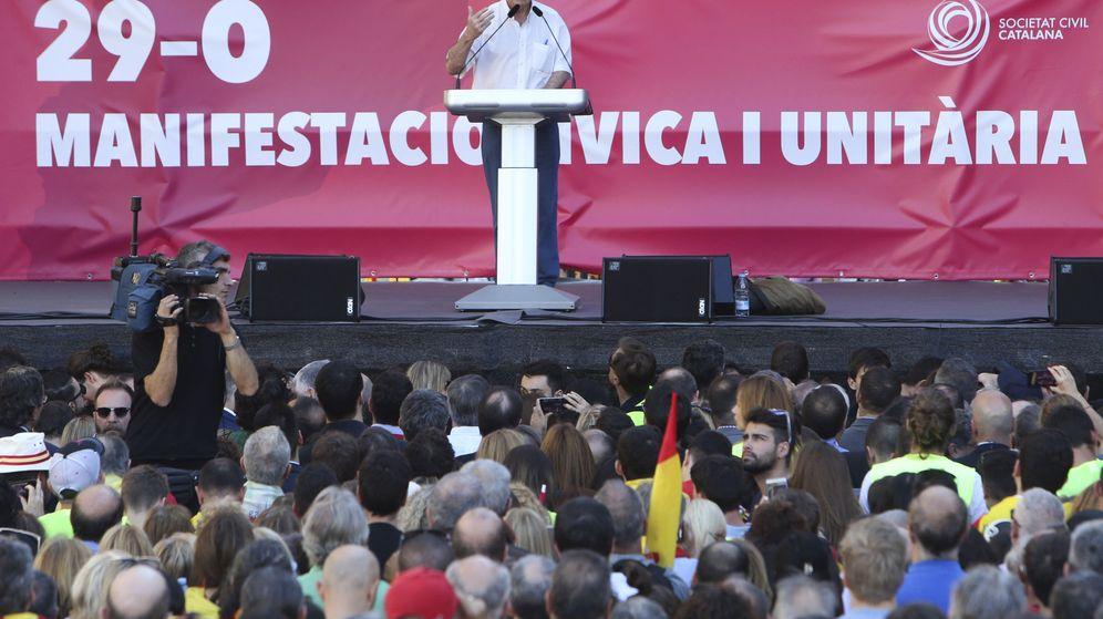 Foto: Paco Frutos, en la manifestación por la unidad de España (EFE)