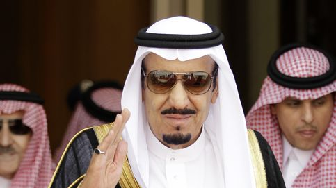 El rey Salman ya se baña en su playa de Tánger huyendo de la polémica francesa