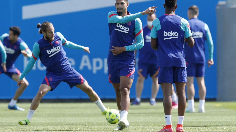 El entrenamiento del Barcelona de hoy, con muchas ausencias. (EFE)