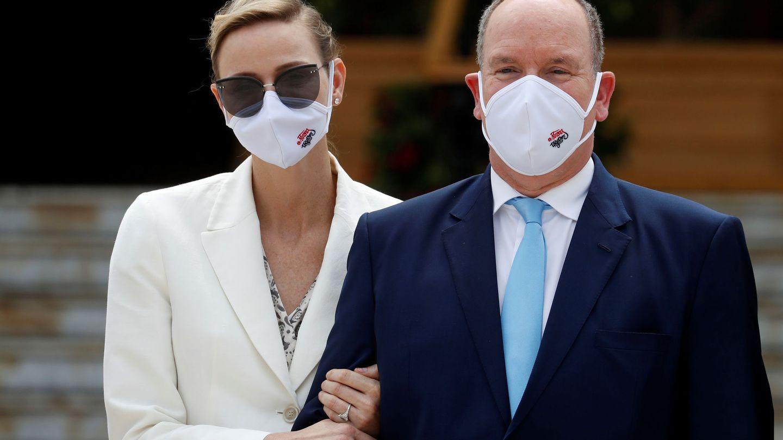 Charlène y Alberto de Mónaco, este martes. (Reuters)