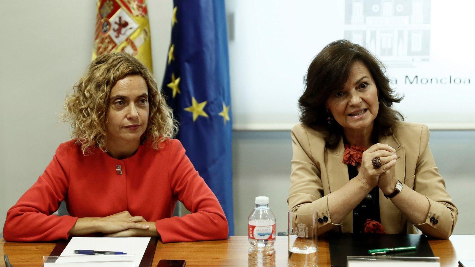 Foto: La vicepresidenta y la ministra de Política Territorial, Carmen Calvo (d) y Meritxell Batet, el pasado 25 de septiembre en la Moncloa. (EFE)