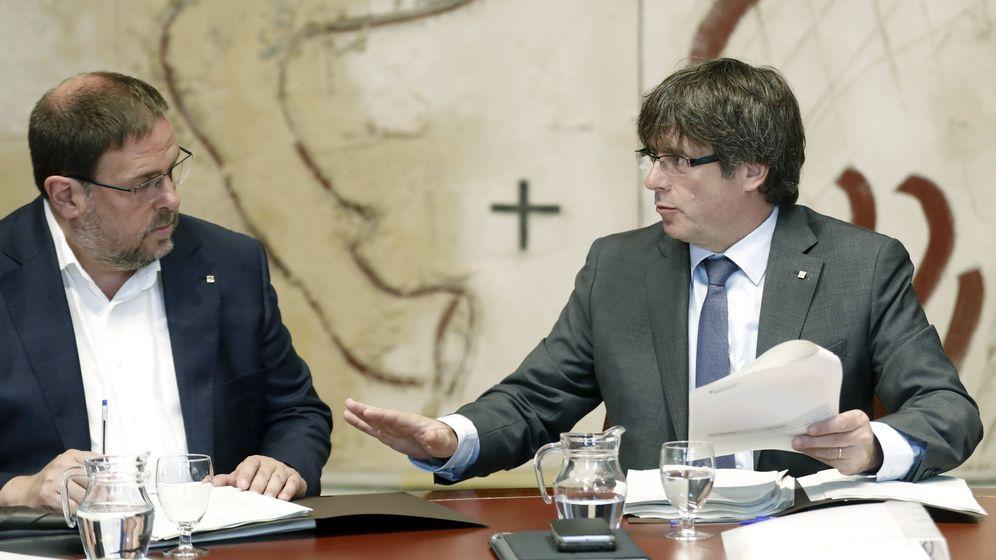 Foto: El presidente de la Generalitat, Carles Puigdemont, y el vicepresidente del Govern, Oriol Junqueras, en una imagen de archivo. (Efe)
