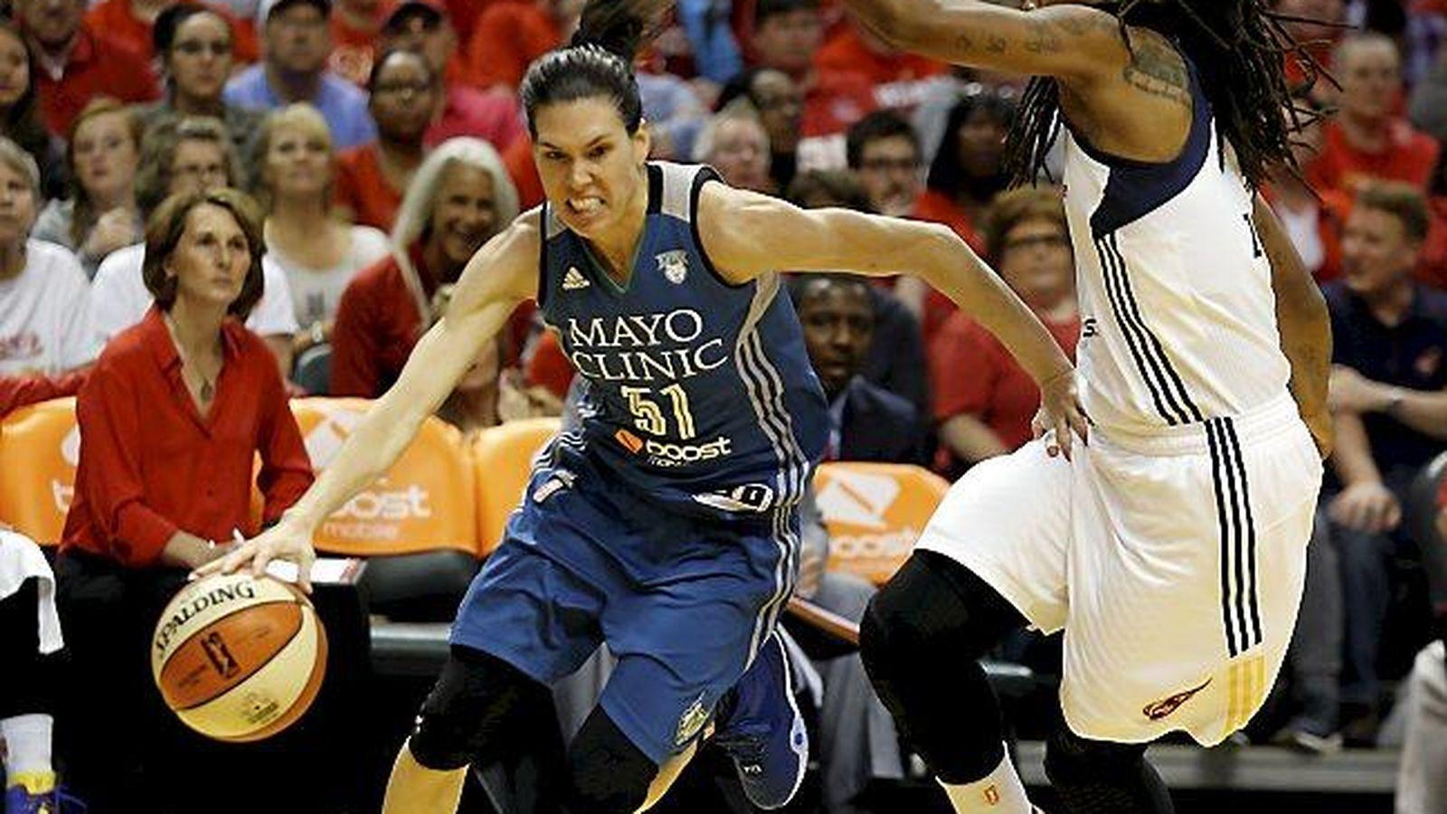 Foto: Anna Cruz durante el tercer partido de la final de la WNBA (AP).