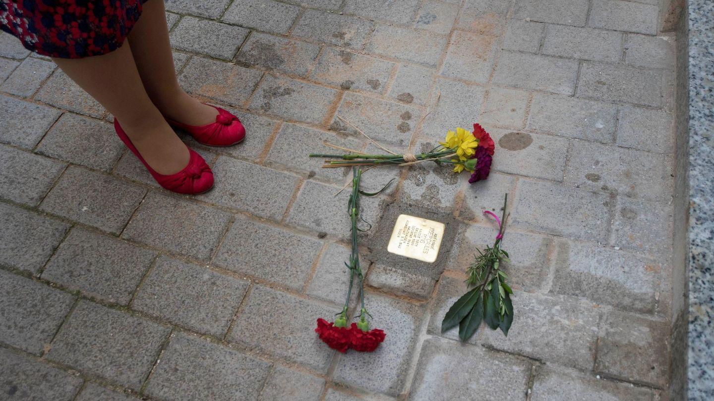 Uno de los adoquines instalados por Gunter Demnig en Barcelona (EFE/David Arquimbau Sintes)