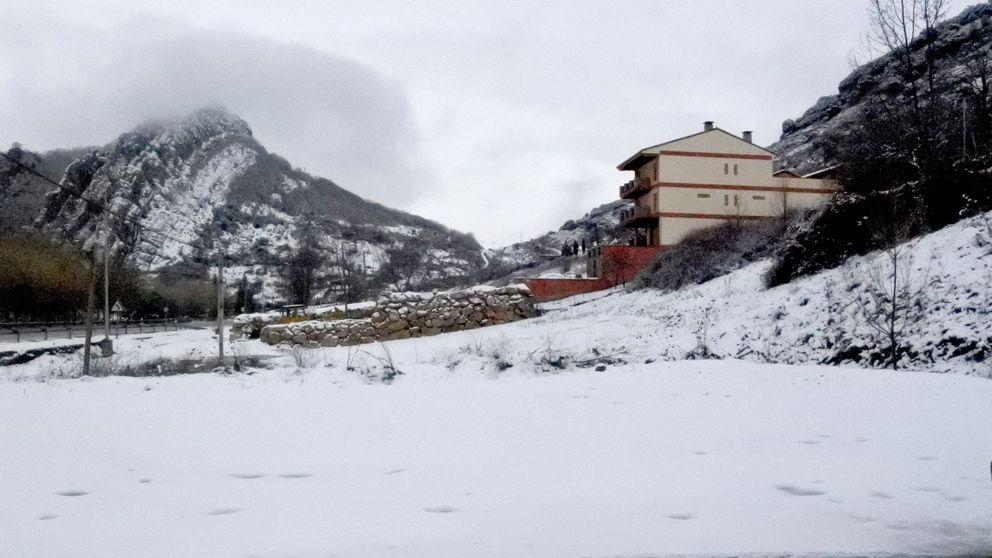 Renfe envía un tren al puerto de Cotos para rescatar a 146 personas sin transporte