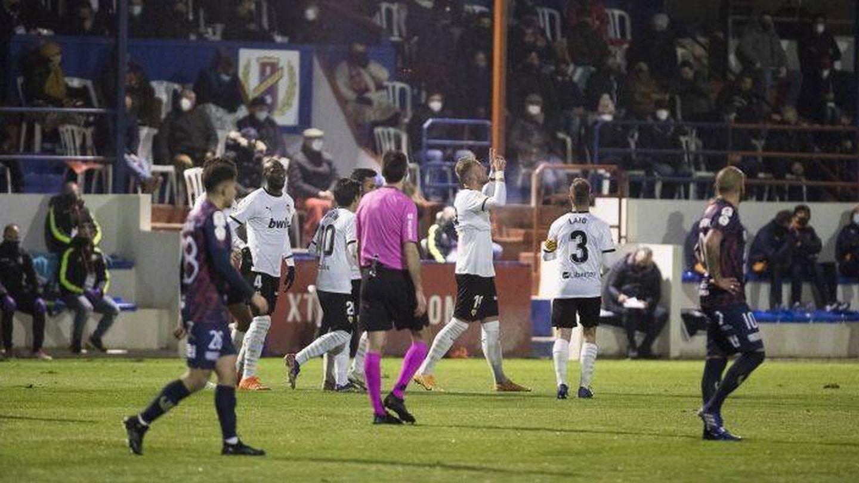 Imagen del Yeclano-Valencia de Copa, con público en las gradas. (EFE)